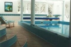 családi ház bővítés, fedett úszómedence építés